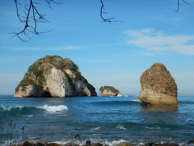 Had a nice swim out to Los Arcos; there are several large, natural arches that you can swim through; saw a fever of 6 spotted rays out there