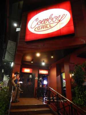 Traditional American-style restaurants are a rarity in Manila; more common is Filipino street food or small takeaway shops