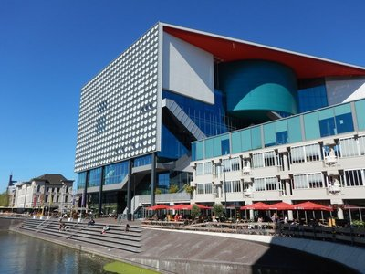 You see more innovative new buildings in the Netherlands than you do in the US; architecture seems less daring in the US and more practical, whereas the Dutch are creating landmark buildings
