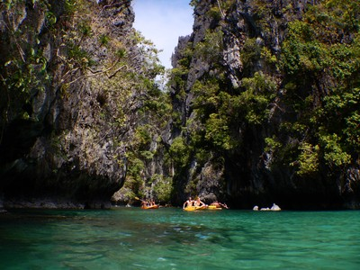 The islands off El Nido resemble those of Ha Long Bay, Vietnam; both are part of the tectonically active Sunda Plate