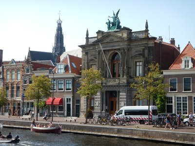 The Teylers Museum is the oldest in the Netherlands (1778) and has a hodgepodge of art, minerals, scientific instruments, coins and a beautiful oval room