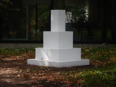 Sol LeWitt, Untitled, 1992; I can see why this is untitled since I don't have a clue what this bunch of cinder blocks is supposed to be and what qualifies it as art