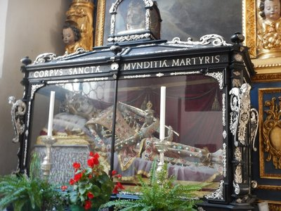 Munich has more relics of saints than any city outside Rome; in 1675, St. Munditia's remains (she was beheaded) were given to Munich by the Pope as thanks for the city's devoted service (I'd have preferred a simple thank you note!)