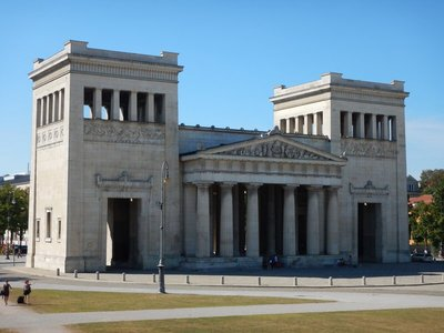 Konigsplatz was built in the style of European Neoclassicism in the 19th century; the area around Königsplatz is today the home to the Kunstareal, Munich's gallery and museum quarter