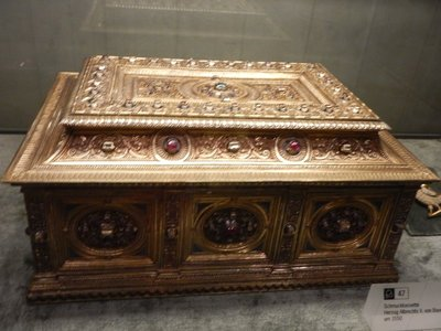 1550 jewelry box (schmuckkasette in German); the Treasury collection is one of the most important in the world and spans 1000 years from the early Middle Ages to Neo-classicism