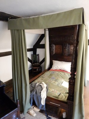 This was William and Anne's marital bed which was later given to the Hathaway family; when they married William was 18 and Anne 26 (she was also 3 months pregnant!)