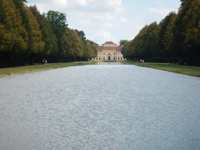 The Old Palace now hosts 2 branches of the Bavarian National Museum - a folklore collection and an exhibition of the regional culture of East and West Prussia (yawn)
