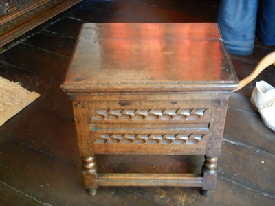 This Jacobean stool box or commode (just lift the lid) reflects the importance Dr. Hall (Shakespeare's son-in-law) placed on hygiene; people were superstitious and typically would not sleep lying flat (too coffin-like)