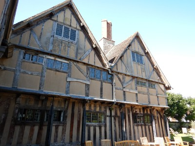 Hall's Croft was owned by Shakespeare's daughter, Susanna, and her husband Dr. John Hall; the displays inside included many medical instruments from that era that made you wonder how anyone survived very long