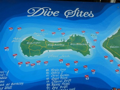 I saw how crowded the dive boats were and opted to pass; with sandy beaches I wondered if the diving would be worth the time involved