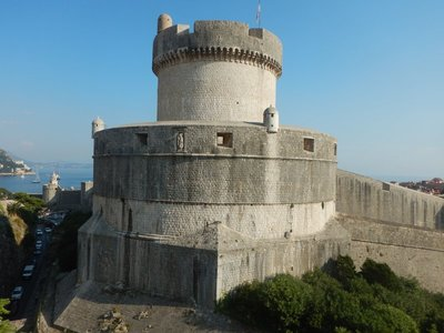 Fort Minceta is located at the highest point of the walls; the walls are up to 25 meters high and 4-6 meters thick