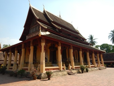 Wat Si Saket, built in 1818, formerly held the famous emerald Buddha and is the city's oldest surviving wat; most of the wats in town cost slightly more than $1 for admission