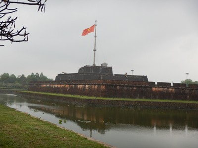 Most of Hue's sites lie in the Imperial Citadel which is on the north side of the Perfume River while most of the city and tourist hotels lie on the south side of the river