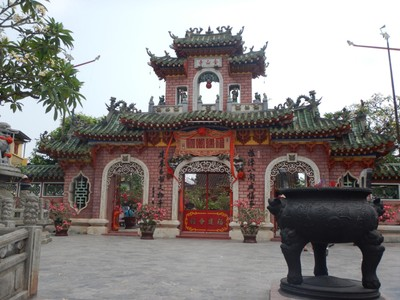The Phuc Kien Assembly Hall, founded in 1690, served the largest Chinese ethnic group in Hoi An which came from Fujian; they could meet up and socialize here while living or visiting Hoi An