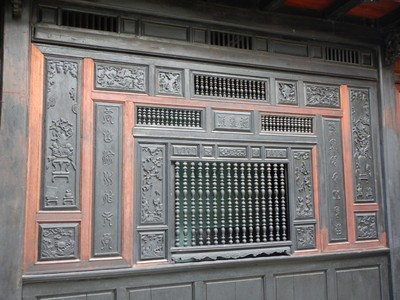 In the old house of Quan Thang, built in the late 17th century, you can see the detailed woodwork and ventilation system typical of Hoi An merchant houses