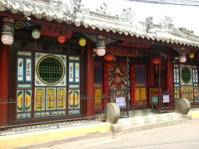 Built in 1653, the Quan Cong Temple was built to honor a Chinese general who symbolized loyalty and integrity; it was amazing to see how inundated the city has been in its many floods