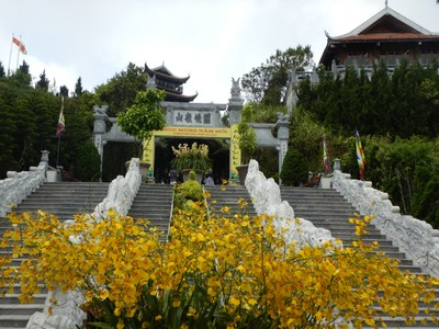 To recognize the strength of the Buddhist culture, the park has several pagodas and a replica monastery; these attractions weren't crowded since they were at the peak of the mountain