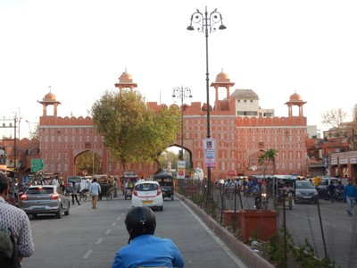 Jaipur is known as the Pink City, due to the dominant color scheme of its buildings; these days the color is a little darker but all of the buildings in the heart of the city are painted identically