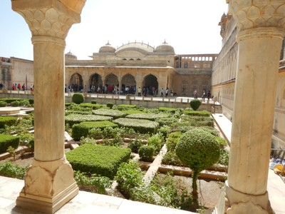 The Amber Fort is laid out on 4 levels, each with a courtyard; this sunken garden is in the third courtyard where it is surrounded by the maharajas apartments