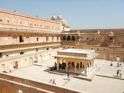 The Amber Fort fourth courtyard is where royal family women, including concubines or mistresses, lived; the queens were visited by the king at his choice without being found out as to which queen he was visiting