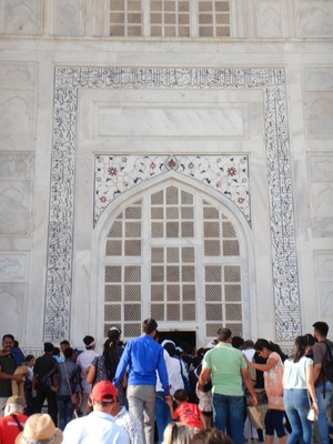 Much of the calligraphy on the Taj Mahal is composed of florid thuluth script made of jasper or black marble inlaid in white marble panels; the archways have been decorated with inlays of highly stylized, almost geometric vines, flowers and fruits