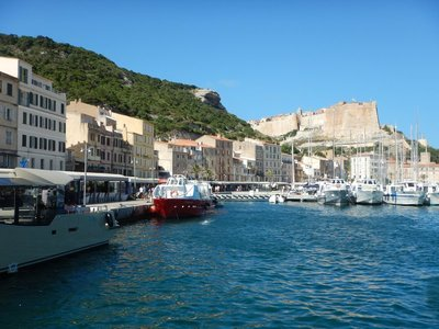 Bonifacio, Marquis of Tuscany, established the first settlement here in 828; for the first three centuries the fortified harbor lived on fishing and piracy under Pisan rule