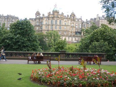 Princes Street Gardens separates Old Town from New Town; was lake drained in 1870