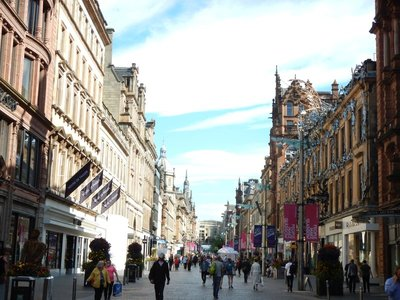 Buchanan Street is the main pedestrian street in town; famous Glaswegians include Andy Murray, Gordon Ramsay and Gordon Brown