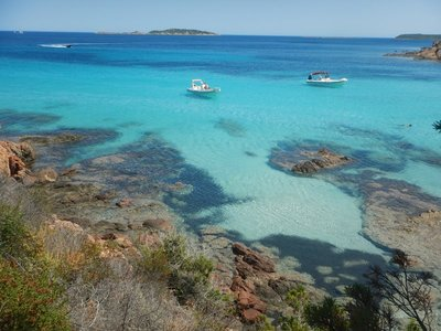 Tahiti itself doesn't have the beautiful water that Tahiti Beach on Corsica has so maybe this beach needs a new name