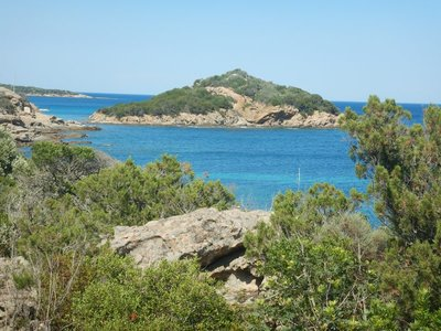 Ile de Farina; this small island was on my long walk to Tahiti Beach so I came back another day to swim around it
