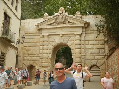 Puerta de las Granadas; tons of tourists including the occasional obnoxious one that has to photobomb my shot
