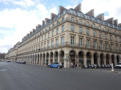 Rue de Rivoli is one of my favorite Parisian streets for the harmonious buildings and arcades; the uniform buildings go on almost endlessly creating that classical Parisian look