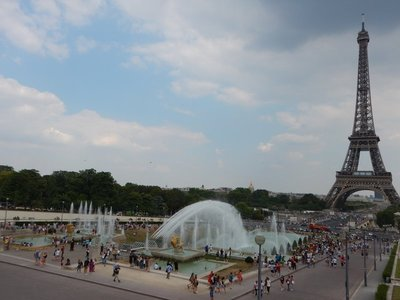 I couldn't believe all of the people playing in the Trocadero fountains; the Palais de Chaillot was built here for the International Exposition of 1937