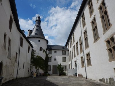 Clervaux Castle, in addition to The Family of Man Exhibition, also houses a Castles in Miniature Museum and a Museum of the Battle of the Bulge