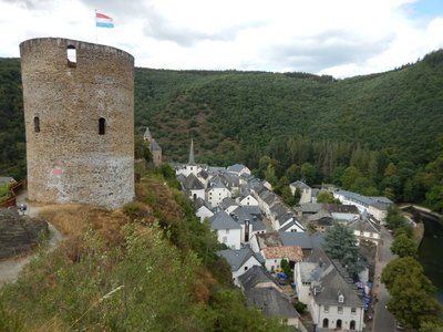 The castle declined from the mid-16th century to the mid-19th century when the castle ownership passed into the hands of the citizens who lived there