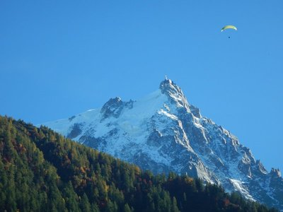 We think this is Lee paragliding;  I must have seen 100 flights just today