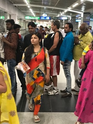 My sense of personal space did not mesh with the habits of Indians as they insisted on squeezing up against me; this was the norm no matter where we were so wearing backpacks on the front was safer