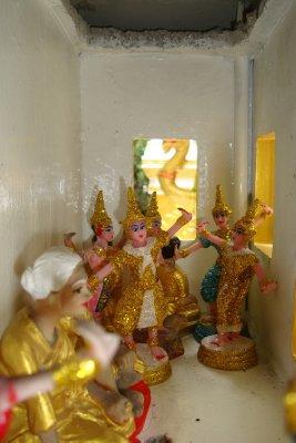 thailand-international-tours-thai-spirit-houses_10