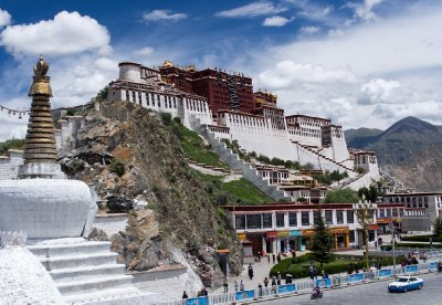 Potala Palace in the sunshine