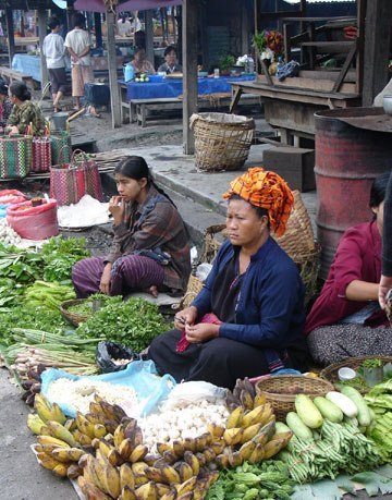 A Pa O woman selling vegetables in the 5 day market,Inle