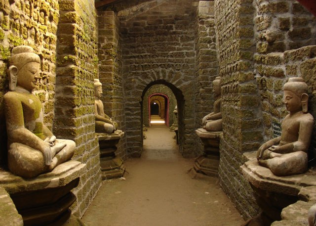 Inside the Koe Thaung Pagoda