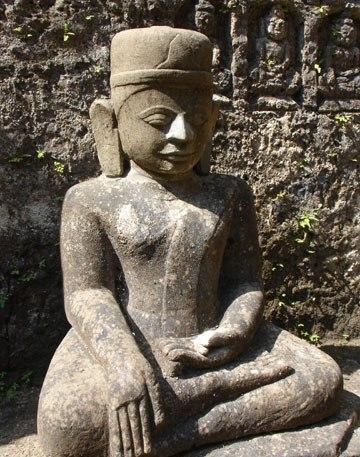 Antient sculpture of Koe Thaung Pagoda