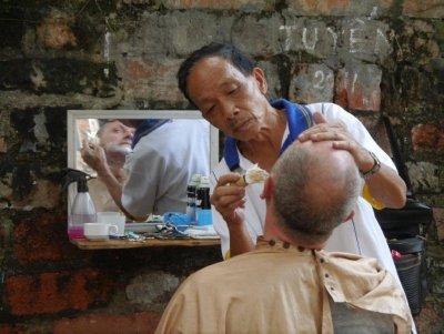 Scheerbeurt_in_Hanoi.jpg