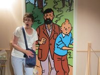 TinTin - Sue startled with the guys