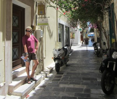 Streets_of_Syros.jpg