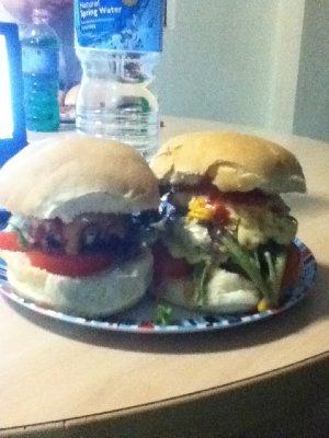 hjemmelaga cheesburger