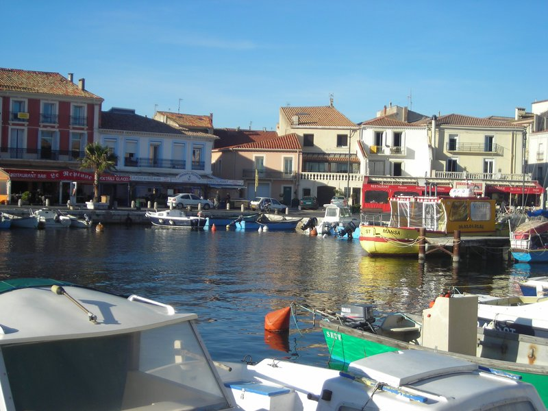 The port of Mèze.