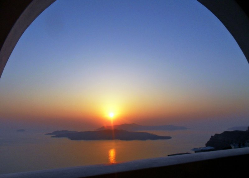 Here is goes: the typical Santorini sunset!