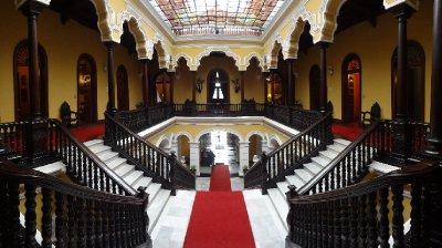 Palais de l'archevêque - tranquille....