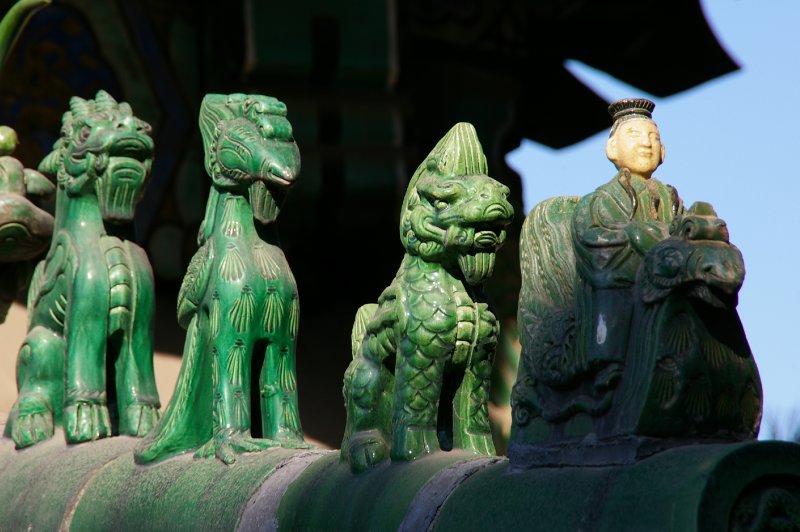 Palais d'été - tous les bords de toits sont décorés par de petites statuettes